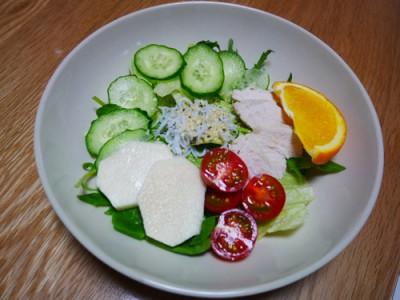 昼のサラダ